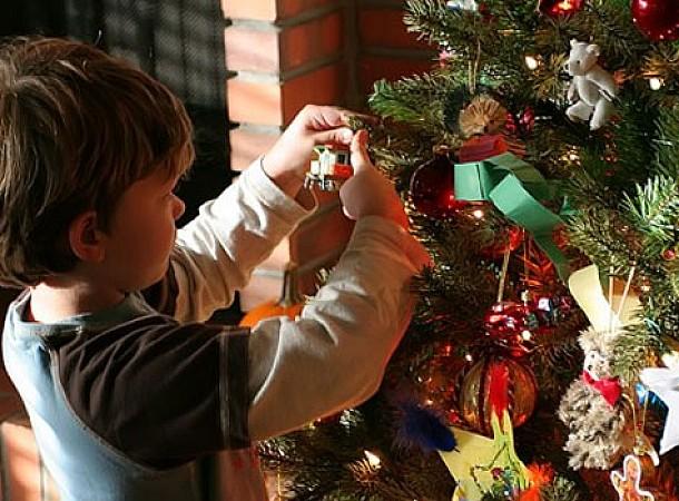 Στολίζουμε το δέντρο μαζί με το παιδί. Πολύτιμες συμβουλές και ιδέες