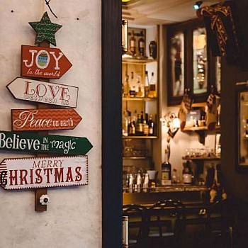 Πέντε χριστουγεννιάτικα cocktails και πού θα τα πιείτε