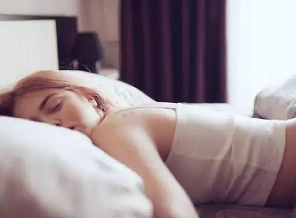 Περίεργοι αλλά αποτελεσματικοί τρόποι για να ξυπνήσετε το πρωί χωρίς καφέ