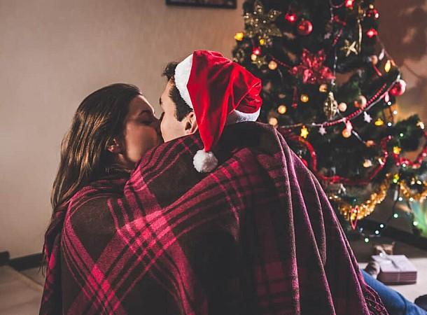 Οι πιο ωραίες παραδόσεις που μπορείς να ξεκινήσεις κι εσύ με τον σύντροφό σου στις γιορτές